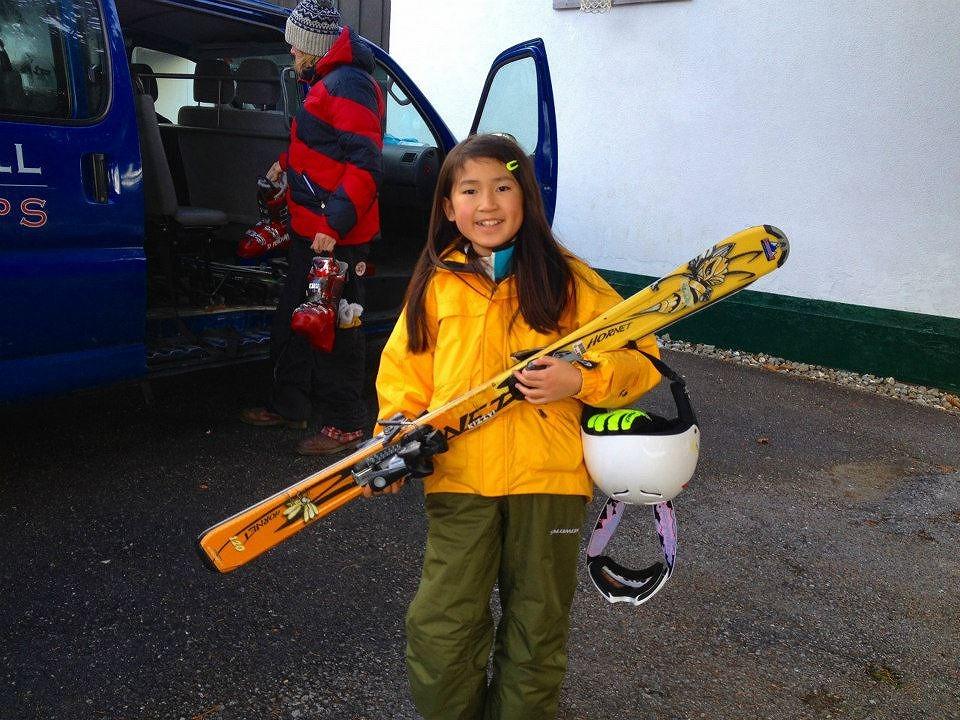 スイスのウインターキャンプに参加している小学3年生