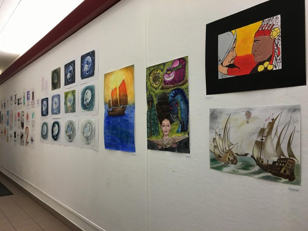 コンサートに合わせて廊下に展示してあった生徒による芸術作品