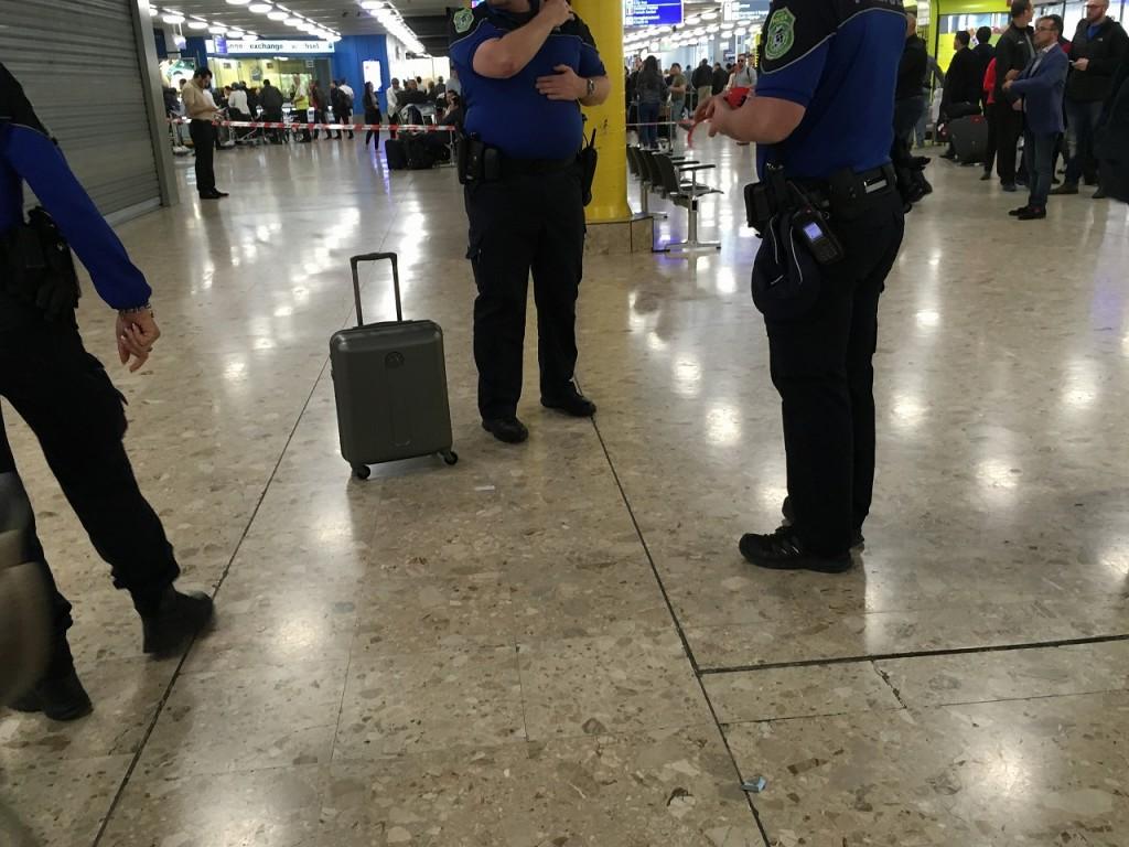 2016年4月10日ジュネーブ空港で不審物発見