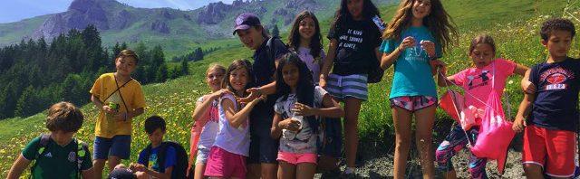 レ・ゼルフ・キャンプ専門校のサマースクールで楽しむ子どもたち