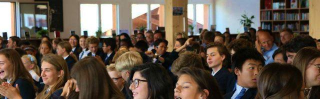 ル・リージェント・クラン・モンタナ・カレッジ 学年末授賞式の様子