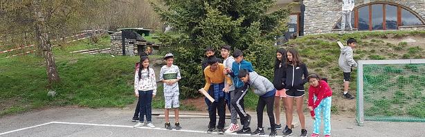 オリンピックゲーム、ハイキングそしてミュージックビデオ:レ・ゼルフ・キャンプ専門校