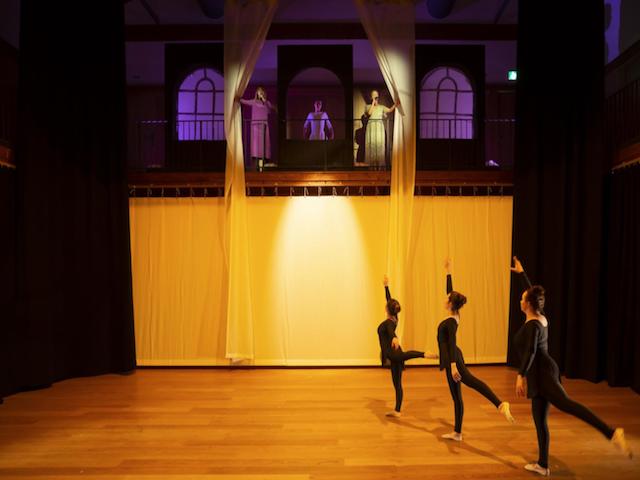 ダンスパフォーマンスを動画でご紹介:タシス・アメリカン・スクール